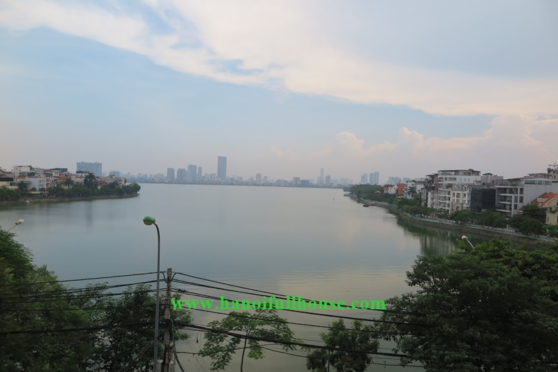 Lake view service apartment, 04 bedrooms, 04 bathrooms in Xuan Dieu, Ha Noi for rent
