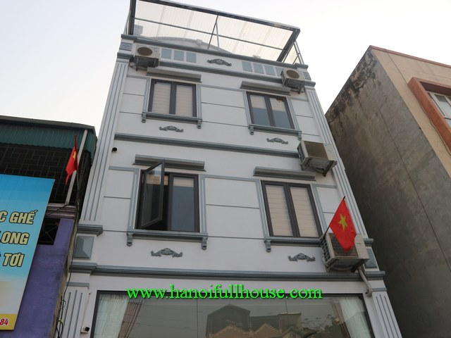 Good house for rent to do business, an office in Hai Ba Trung dist. Car access, elevator available