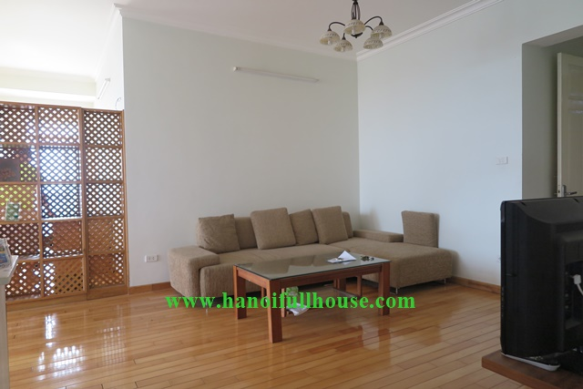 Cheap price, 3br apartment to lease in Ba Dinh district, Hanoi