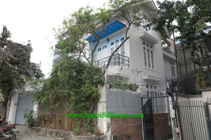 Woa! Amazing nice house in Au Co, Tay Ho district: 6 bedrooms and yard garden