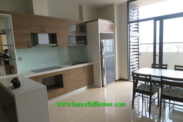 A nice 2-bedroom apartment on the corner of Trang An Complex building, Cau Giay for rent