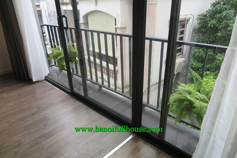 A beautiful apartment in Xuan Dieu street with nice balcony and luxury equipments for rent.