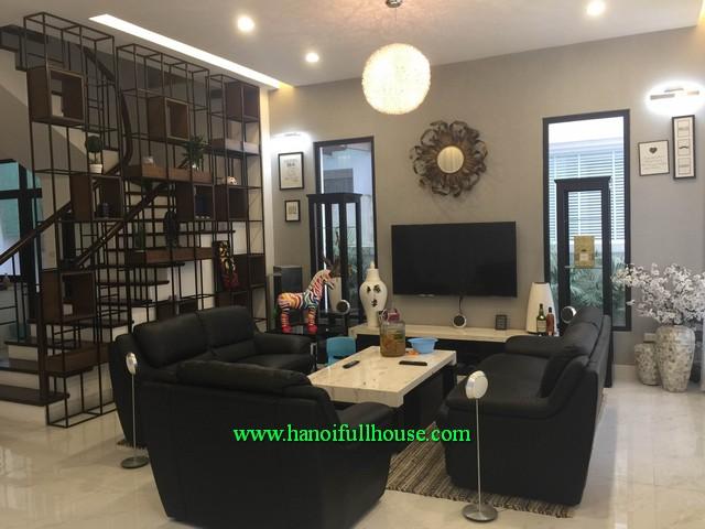 Beautiful villa rental in Hoa Phuong 7 of Vinhomes riverside Long Bien