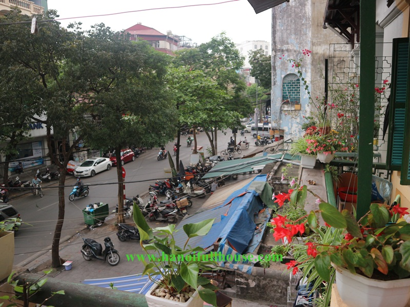 Hoan Kiem old French apartment with nice view, balcony, fully furnished, 01 bedroom for lease