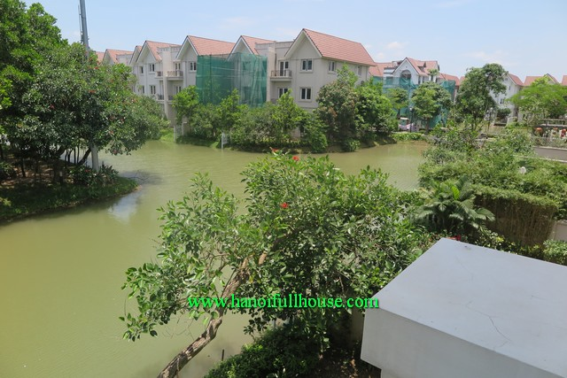 Hanoi Vinhomes Riverside to let, beautiful garden & lake behind, good price 1450$/month