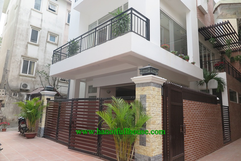 Brand new, perfect, modern, large villa in Dang Thai Mai street with swimming pool, elevator for rent