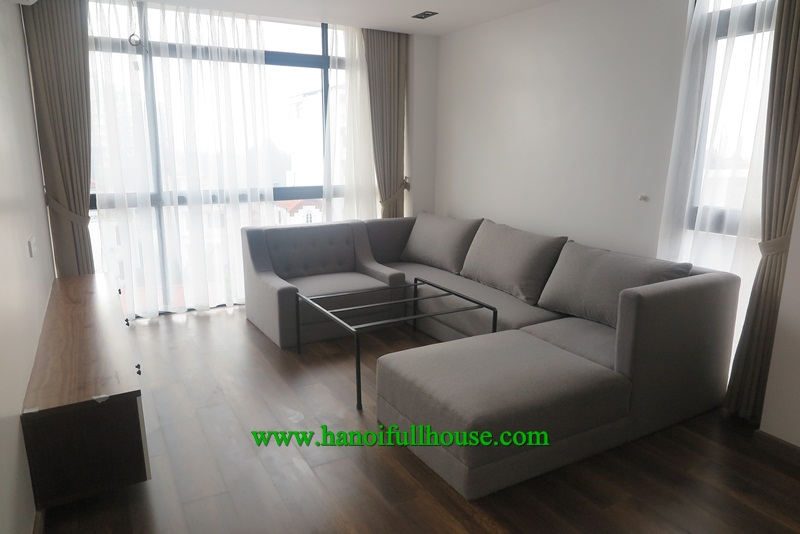 Large apartment, 2 bedrooms, luxurious furniture, lots of light, garage for rent.