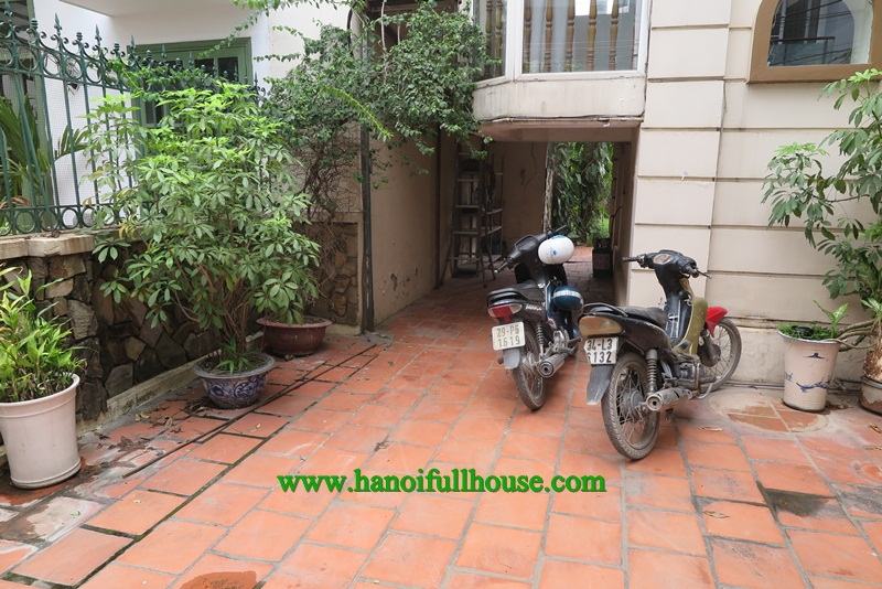 Garden Villa with 4 bedrooms near West Lake for rent