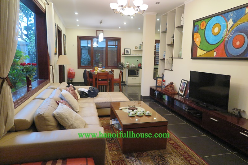 For rent a nice and cheap villa on Nguyen Trai street, big garden and yard.