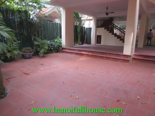 Big villa with courtyard, swimming pool for lease in Tay Ho dist, Ha Noi