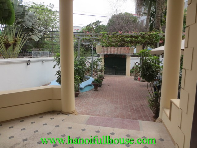Very cheap house with 5 bedrooms for rent in Cau Giay dist. Big courtyard, garage, car access
