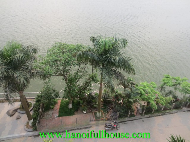 Beautiful villa on facing West Lake for rent in Tay Ho dist, Ha Noi
