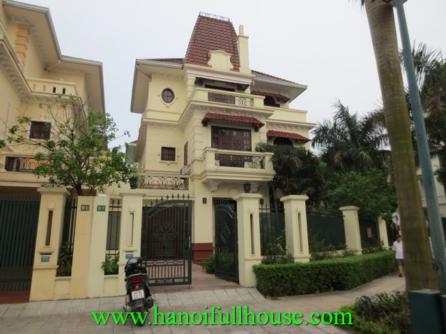 Big villa for rent in Ha Noi Ciputra urban. Garden & courtyard villa with 5 bedrooms, fully furnished