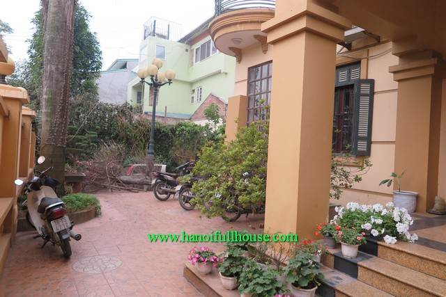 500M2 / Combining 2 houses in one with a big courtyard in Tay Ho for rent