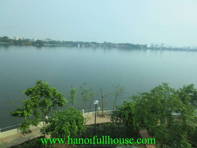 A beautiful cheap apartment for rent in Tay Ho dist. West lake view, nice furniure