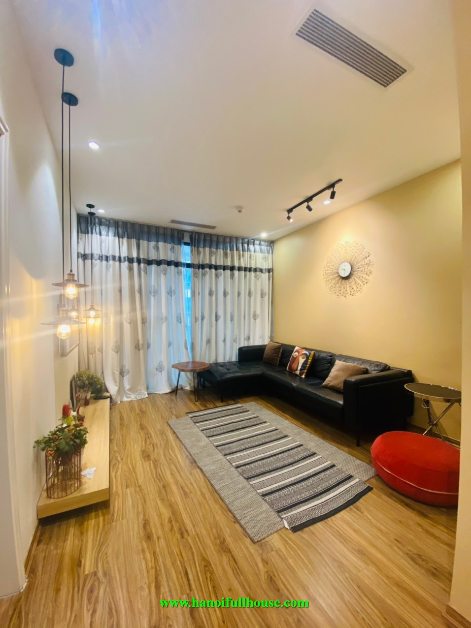 1 BR luxury condo in Vincom Ba Trieu for Japanese, Europeans and Others