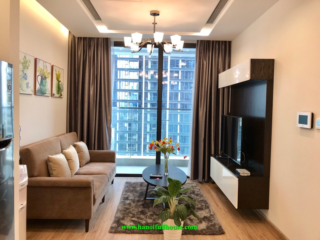 1 BR fully furnishd apartment at Vincom Metropolis on Kim Ma & Lieu Giai street for rent