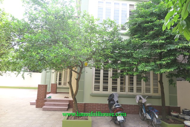 Do you believe the villa is 700 m2 for rent this price? Extra large villa in Tay Ho district for rent