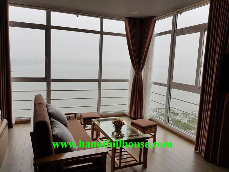 Lake view studio in Lang Yen Phu street, brand new and lots of natural light.