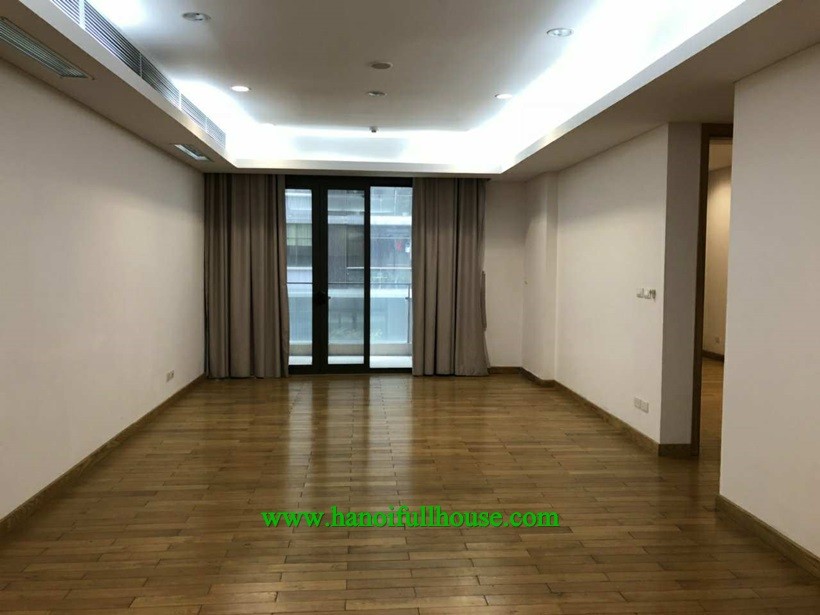 Are you looking for unfurniture apartment in Dolphin Plaza? 133 m2, full of light