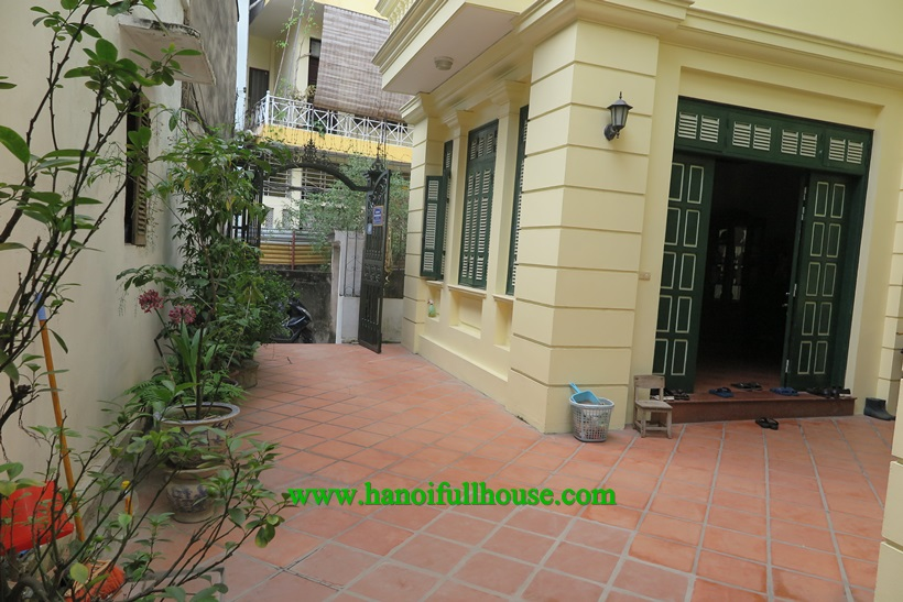 Good cheap house with yard in Ba Dinh for rent