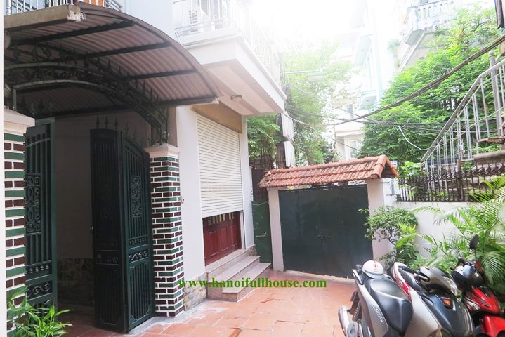 Cheap 5 bedroom house with balcony for rent in Nghi Tam - Tay Ho