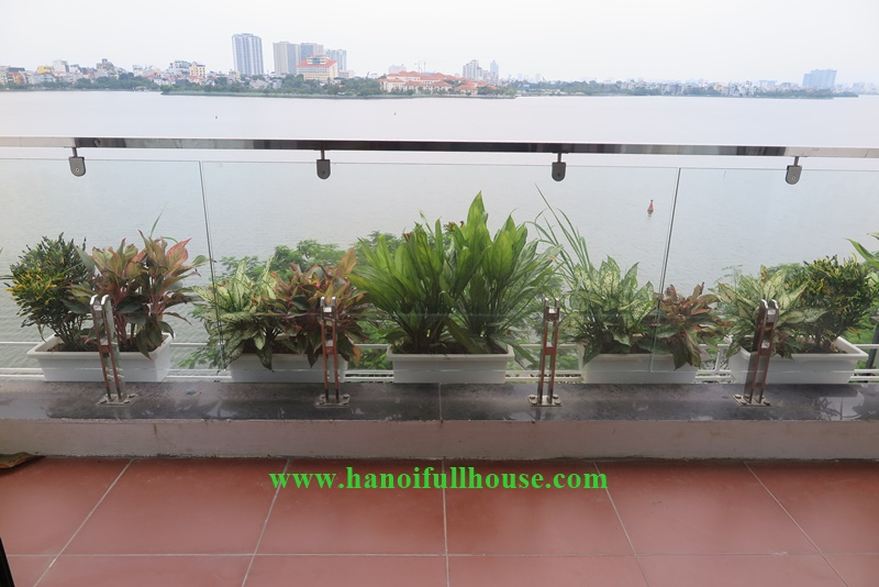 Lake view apartment in Ha Noi for rent-1 bedroom apartment in Nhat Chieu street