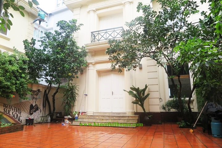 Beautiful garden villa right next to West Lake for rent