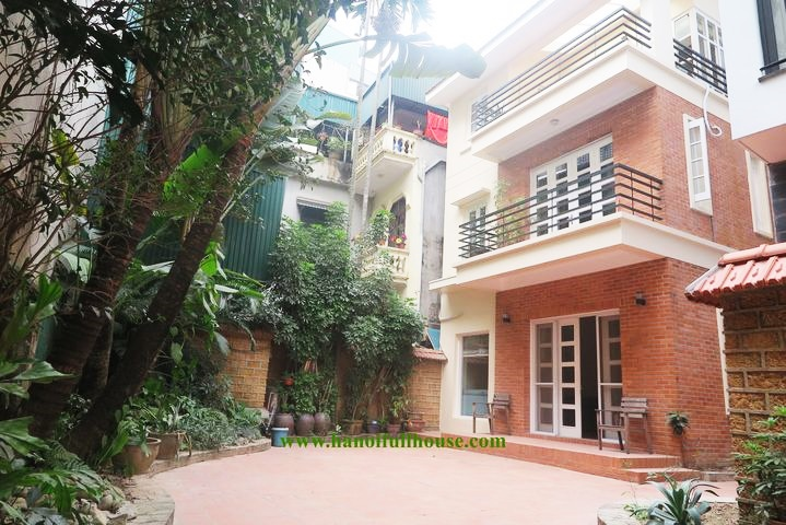 Nice garden house with 4 bedrooms for rent in Tay Ho, Hanoi