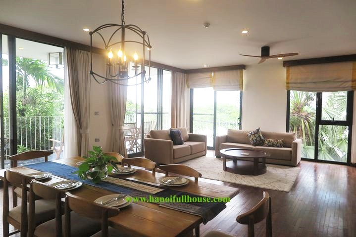 4 bedrooms apartment in Tay Ho, 240 sqm, lake view, big balcony for rent