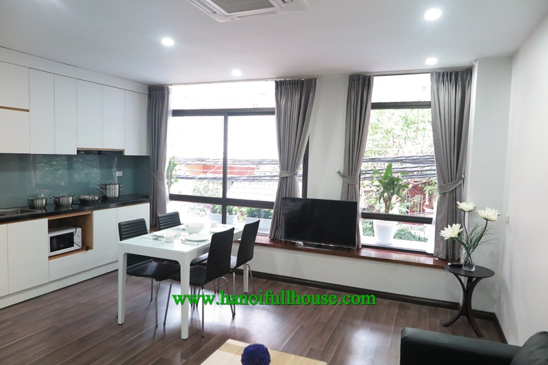 Luxury apartment in Tay Ho, West lake view, great equipments for rent