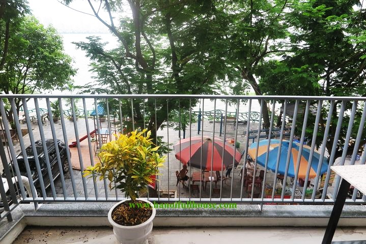 Brand new serviced apartment with large balcony, West Lake view for rent in Yen Phu