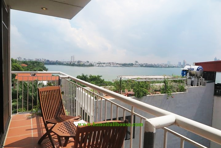 3 bedrooms apartment with big balcony in Tay Ho dist for rent