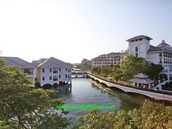 Lake view villa in Tay Ho, small garden, close to Intercontinental Hotel