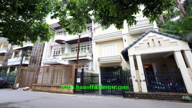 Villa in Tay Ho for rent right now, garage, yard, fully furnished