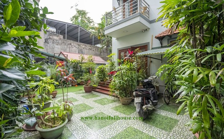 Lovely garden house with 4 beautiful bedrooms for rent in Dang Thai Mai street